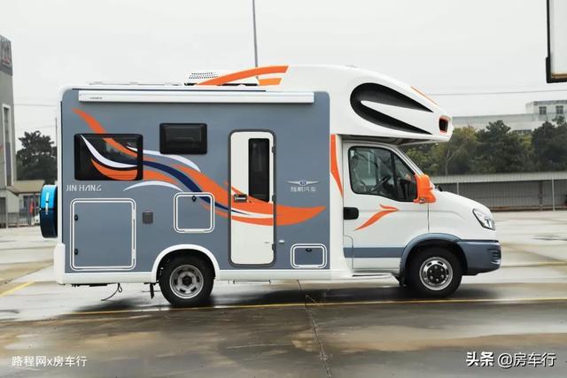 适合小家庭的旌航C型房车,配置豪华功能实用,3-4人入住最舒适-2.jpg