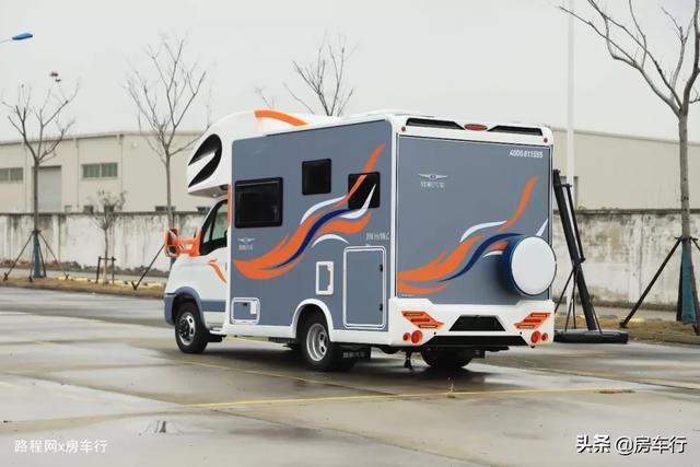 适合小家庭的旌航C型房车,配置豪华功能实用,3-4人入住最舒适-6.jpg