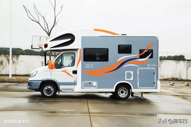 适合小家庭的旌航C型房车,配置豪华功能实用,3-4人入住最舒适-3.jpg