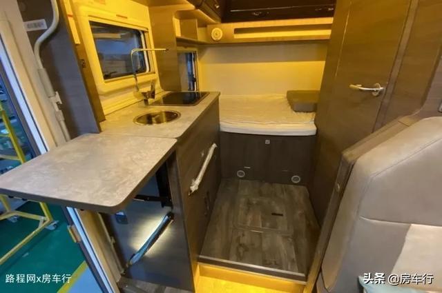 适合小家庭的旌航C型房车,配置豪华功能实用,3-4人入住最舒适-14.jpg