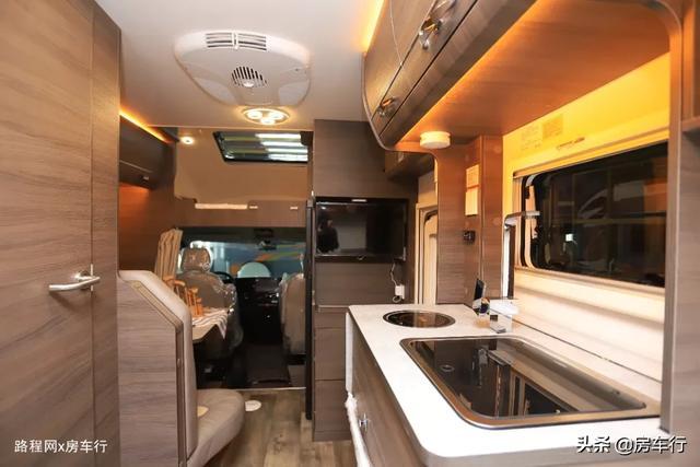 适合小家庭的旌航C型房车,配置豪华功能实用,3-4人入住最舒适-8.jpg
