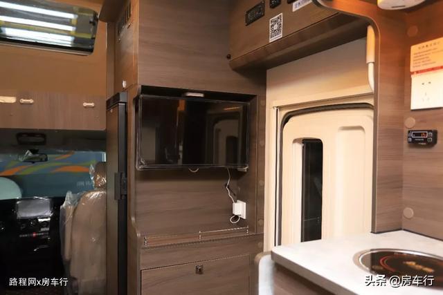 适合小家庭的旌航C型房车,配置豪华功能实用,3-4人入住最舒适-13.jpg