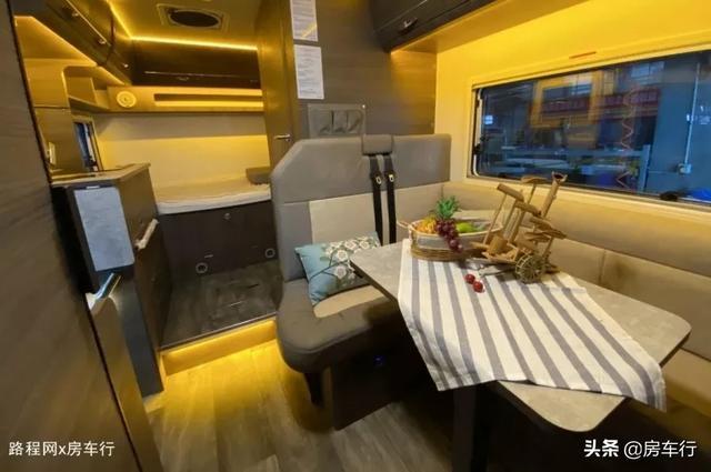 适合小家庭的旌航C型房车,配置豪华功能实用,3-4人入住最舒适-7.jpg