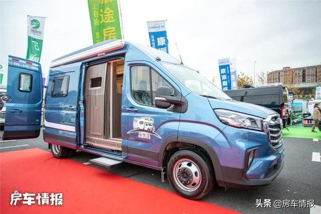 新款大通V90房车,布局独特设计由车主自己完成,沙发功能够多-3.jpg