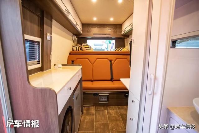 新款大通V90房车,布局独特设计由车主自己完成,沙发功能够多-7.jpg