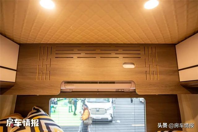 新款大通V90房车,布局独特设计由车主自己完成,沙发功能够多-11.jpg