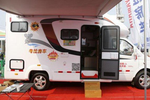 奥斯登大通考拉C型房车,车尾U型沙发可变床,售价31.78万