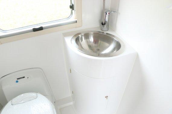 飞神9012感恩款拖挂房车卫浴间图片
