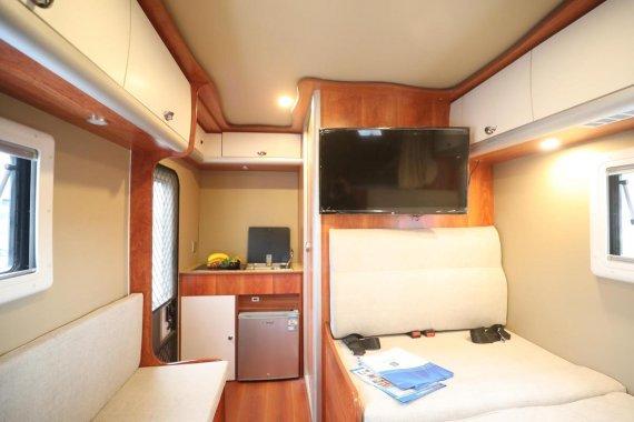 双景皮卡C型房车内部图片