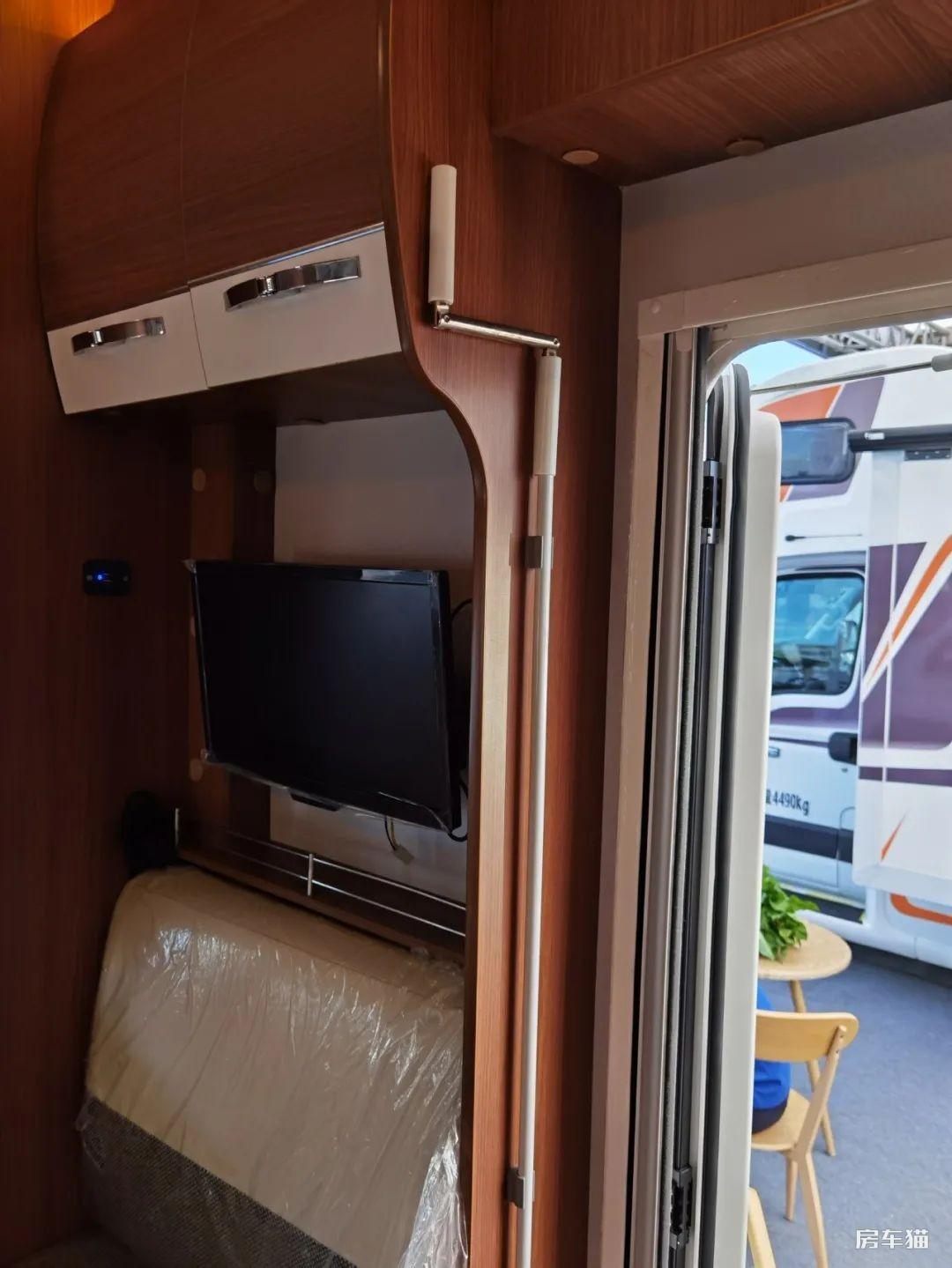 亚特纪念版Y8-V90房车内部图片