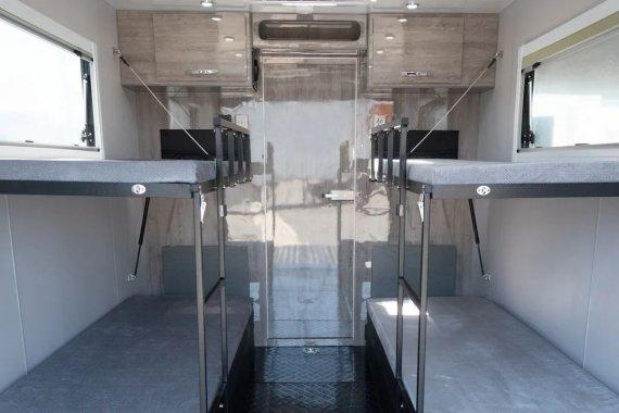 BLACK SERIES HQ19T越野拖挂房车卫浴间图片
