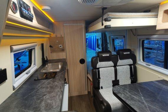 卫航V500房车纵床版内部图片