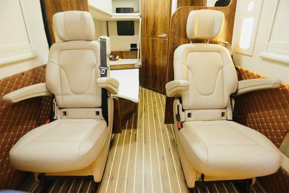 宏运旅途H21B型房车内部图片