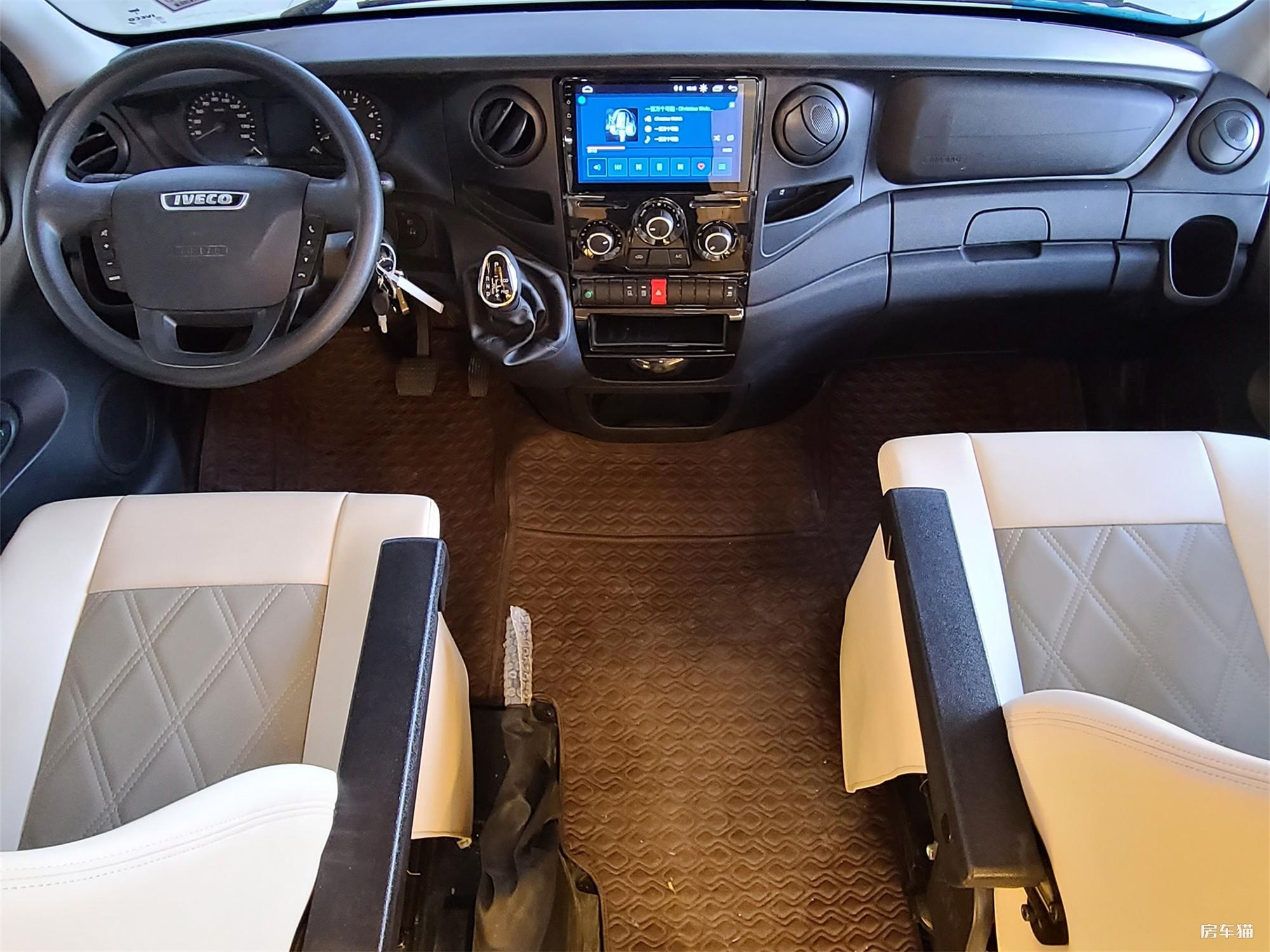 赛沸尔双拓展欧式风格房车驾驶室图片