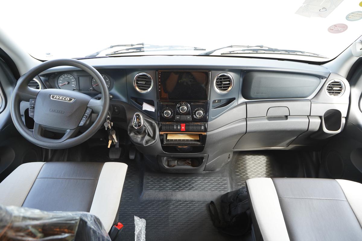 罗曼特斯C100横床版房车驾驶室图片
